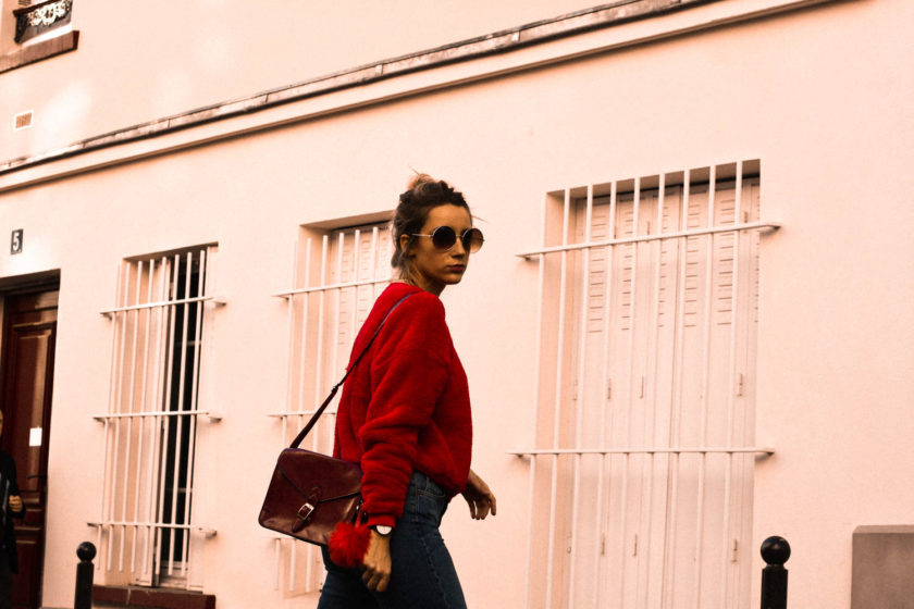 mode-tendance-pull-sac-rouge